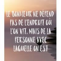 """Carte citation Bonheur: """"Le Bonheur ne dépend pas de l'endroit où l'on vit, mais de la personne avec laquelle on est"""""""