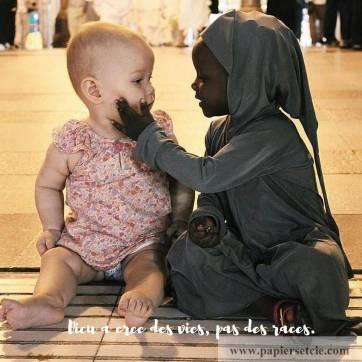 """Carte citation Bonheur: """" Dieu a créé des vies, pas des races"""""""