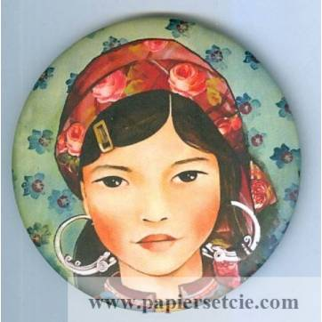 Magnet rond Gwenaëlle Trolez décor de Claudia Tremblay Jeune Femme du Vietnam